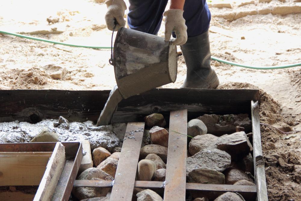 Le coulage de chape en rénovation : l'essentiel à retenir